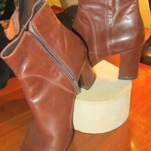 DKNY BROWN LEATHER BOOTS  SIZE 8